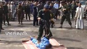 葉門,性侵,處決,槍決,槍斃,阿薩凱特,Hussein al-Saket(圖/臉書 https://www.facebook.com/latestupdates24hours/videos/1650724934996257/)