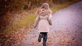 腳踏車位子不夠…吳妹乖巧讓位給年幼弟 每日跑2公里回家