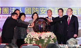 總統蔡英文合體馮世寬出席國防安全研究院揭牌儀式 邱榮吉攝