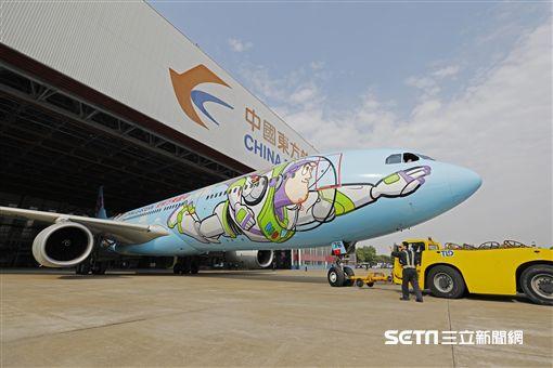 東航玩具總動員彩繪機,彩繪機,迪士尼。(圖/上海迪士尼提供)