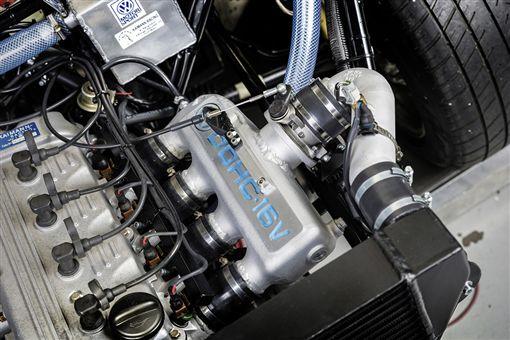 1987年Volkswagen Golf雙引擎賽車。(圖/翻攝Volkswagen網站)