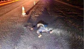 兒偷跑下車被當「布娃娃」輾斃 粗心父開360公里才知情 圖/翻攝自網易