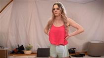 女大生成AV女優,火力全開生活變得超自信。(圖/翻攝BBC)