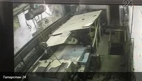 俄羅斯工人捲入粉碎機器_Россия 24 https://www.vesti.ru/doc.html?id=3012455