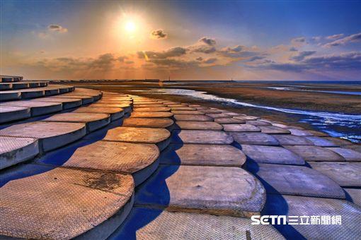 新竹旅遊,南寮漁港,魚鱗天梯。(圖/雄獅旅遊提供)