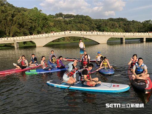 新竹旅遊,青草湖,SUP立式划槳。(圖/雄獅旅遊提供)