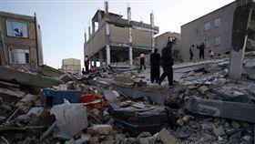 伊朗南部山區發生規模5.2地震,造成至少31人受傷。(圖/翻攝Ziarul Financiar)