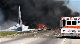 美軍運輸機墜毀喬治亞州 至少5人罹難(圖/翻攝推特IAFF574 Savannah)