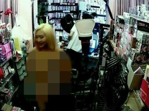 香港嫩模譚洛汶拍攝寫真集 裸照流出/翻攝自網路