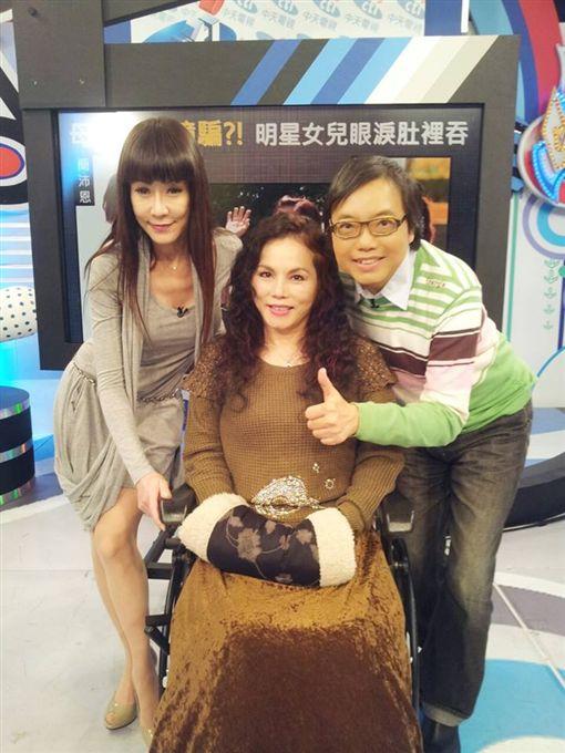 ▲▼月亮歌后李珮菁23歲那年手術失敗,導致下半身癱瘓。(圖/翻攝自臉書)