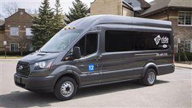 符合使用需求量身訂做的Ford Transit醫療服務車。(圖/Ford提供)
