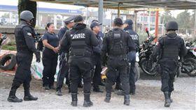 墨西哥警局185名警察有113人是冒牌貨(翻攝自twitter)