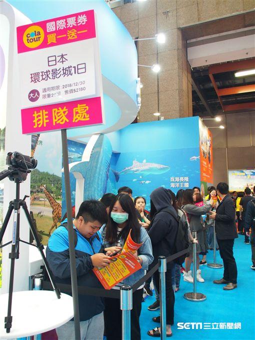 TTE, 台北國際觀光博覽會,夏季旅展,買一送一排隊人潮。(圖/可樂旅遊提供)