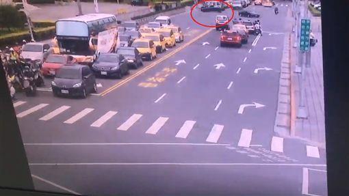 台北,總統府,衝撞,BMW(翻攝畫面)
