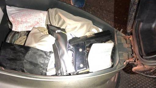 台南,槍械,機車置物箱,槍砲彈藥管制條例,改造手槍,誠實豆沙包(圖/翻攝畫面)