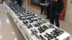 台北,刑事局,軍火之王,走私,注塑機具,貨櫃,衝鋒槍,霰彈槍,長槍,短槍