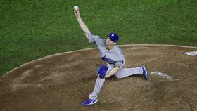 ▲美國職棒大聯盟(MLB)洛杉磯道奇23歲菜鳥投手Walker Buehler與隊友合力演出無安打比賽。(圖/美聯社/達志影像)