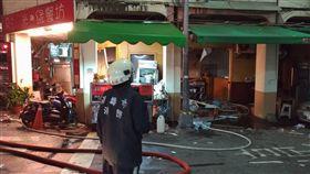 高雄新興區尚義街一家便當店,晚間驚傳氣爆。(圖/翻攝畫面)