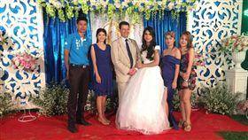 一名外國男子砸重金迎娶泰國變性人,兩人日前舉行婚禮。(圖/翻攝泰國網)