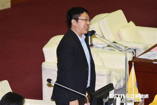 台北市議員徐世勳質詢。 (圖/記者林敬旻攝)