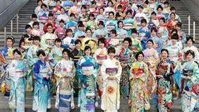 日本和服店KIMONO PROJECT打造196國和服。(圖/翻攝IG)https://www.instagram.com/kimono_project/?hl=ja