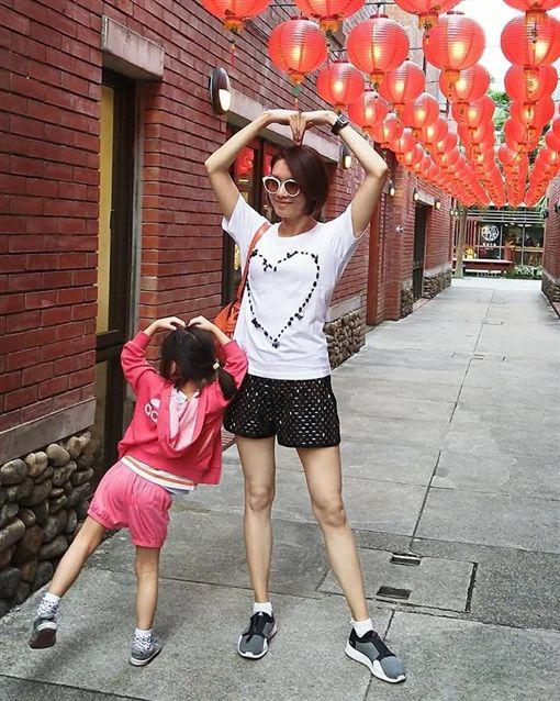 體悟人生無常…兩個女兒都經生死關 她皈依佛門平靜以對(圖/翻攝自林佳儀臉書)