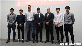 中華職棒球員工會理事長交接,周思齊擔任新任理事長。(圖/記者王怡翔攝)
