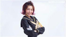 林明禎穿著露出纖纖細腰的水手服學生妹。(圖/種子提供)
