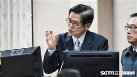 國防部長嚴德發前往國防外交委員會備詢。 圖/記者林敬旻攝