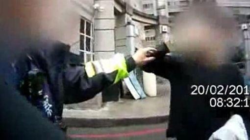 桃園,行車紀錄器,警察,打人,加重誹謗罪(圖/翻攝畫面)