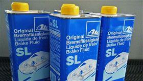 業配)車訊網/煞車油為什麼會有DOT分級,愈高就會愈好用嗎?