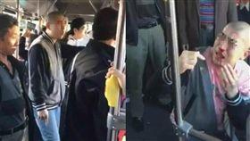 中國大陸,大連,光頭公車猥褻被乘客打(圖/微博)