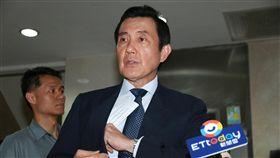三中案 馬英九再度行使緘默權(2)台北地檢署偵辦「三中案」,27日再度傳訊前總統馬英九(圖)出庭釐清案情,馬英九庭後表示,在偵查程序合法性的疑慮還沒有釐清前,對於檢察官的詢問,他仍依法保持緘默。中央社記者蕭博文攝 107年4月27日