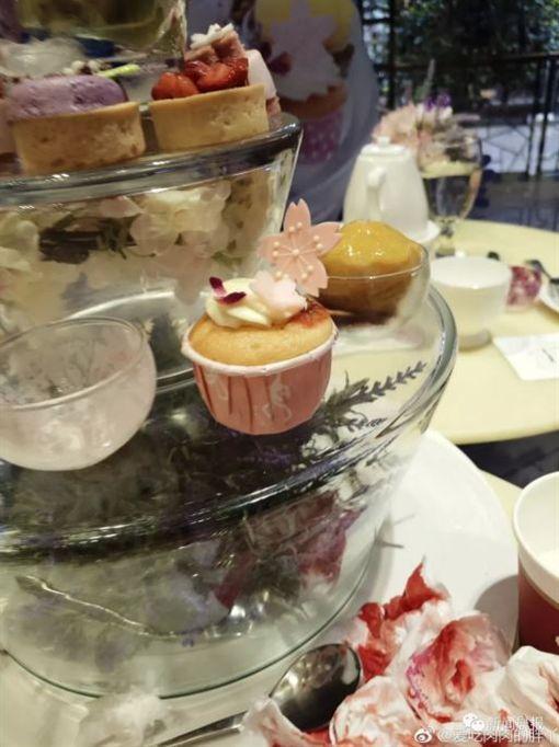 哈根達斯,冰淇淋,玻璃,覆盆子,嘴巴,鮮血,中國大陸(圖/翻攝自微博)