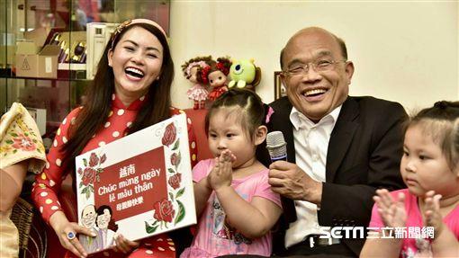 新北市長參選人蘇貞昌12日出席新住民感恩活動,預祝母親節。(圖/記者林惟崧攝)