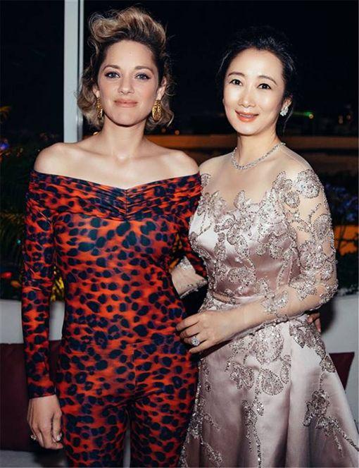 ▲趙濤出席坎城晚宴,現場偶遇演員瑪莉詠柯蒂亞。(圖/翻攝自臉書)