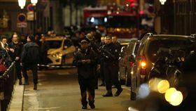 法國巴黎發生隨機砍人案(圖/翻攝自推特)