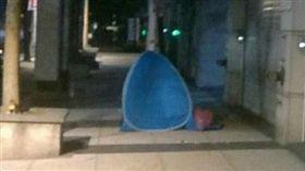 民眾為了電信499專案搭帳篷排隊(圖/翻攝自爆怨公社)