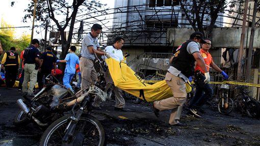 印尼泗水3座教堂遭自殺炸彈攻擊(圖/路透社/達志影像)
