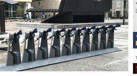 嘲諷滿點!廣場赫見整排「租借步槍」 美國,芝加哥,反槍枝,槍枝氾濫,裝置藝術,嘲諷,犯罪率 https://www.nbcchicago.com/news/local/provocative-gun-artwork-on-display-in-daley-plaza-482495401.html