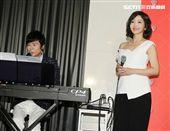 愛妻張瀞云首次公開合體演唱「雲中花」。(記者邱榮吉/攝影)