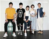 公視「20之後」演員胡釋安(左起)、鄭靚歆、葉慈毓、江沂宸、林孫煜豪。。(記者邱榮吉/攝影)