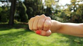 暴力、家暴、打人、拳頭、生氣、怒火、出氣/pixabay