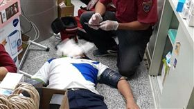 499別再亂…門市人員累昏叫救援 同事氣炸:真的出事了 圖翻攝自靠北電信業奧客臉書
