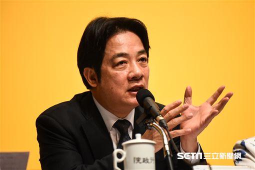 行政院長賴清德主持「 新經濟移民法規劃重點記者會」。 (圖/記者林敬旻攝)