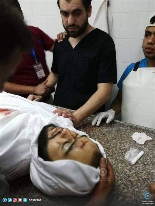 以巴血腥衝突 醫師值勤悲見兄弟遺體以巴衝突,以色列,軍隊,巴勒斯坦,加薩,醫生,遺體https://twitter.com/Belalmd12/status/996107637791092738