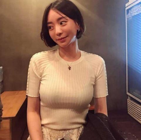 朴有天分手了「未婚妻變回粉絲」 網傻眼:老婆刺青呢?(圖/翻攝自黃荷娜ig)