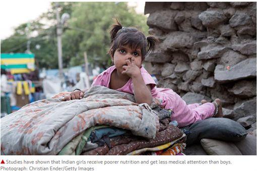 印度社會每年近25萬名5歲以下女童死亡。(圖/翻攝theguardian)