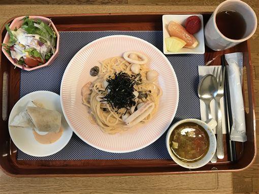 月子餐也太豪華!一名外國媽媽到日本一間私立醫院生產後,醫院提供的月子餐相當豐盛,就連擺盤都有下工夫。不少網友看到後,紛紛跪求醫院地點,還搞笑說「根本就不想出院了!」(圖/翻攝自Imgur)