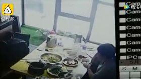 吃個飯頭上有死老鼠「滴水」_秒拍 https://www.youtube.com/watch?v=YW8frcz_qyo